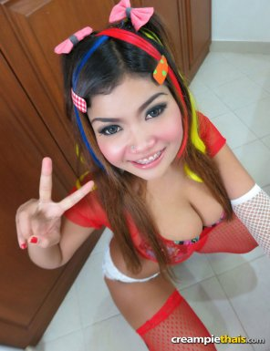 amateur photo Busty Thai model