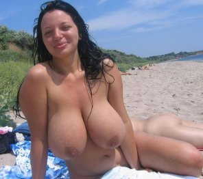 amateur photo Curvy on the beach