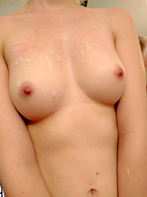 amateur photo Sticky tits