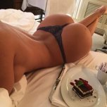amateur photo Dessert In Bed