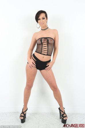 amateur photo Jada Stevens in a minimal black outfit