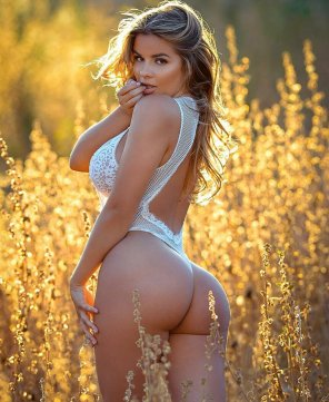 amateur photo Outstanding in her field