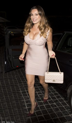amateur photo Kelly Brook showing a bit of cleavage