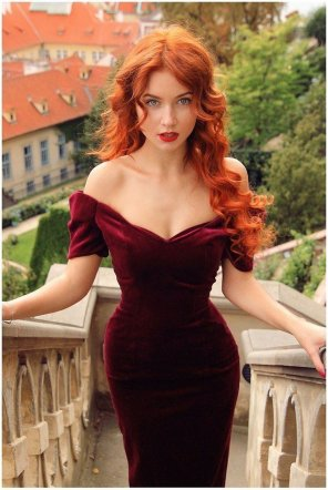 amateur photo Velvet dress