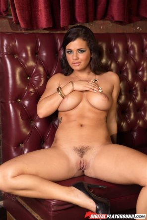 amateur photo Keisha Grey showing off the goods