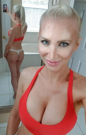 amateur photo Eva Lyn white thong selfie