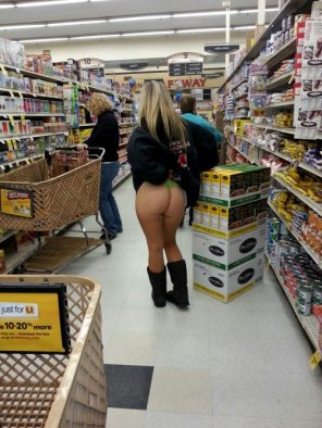 amateur photo Walmart Ass!