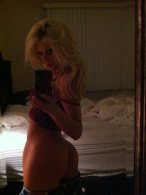 amateur photo Riley Steele in the bedroom