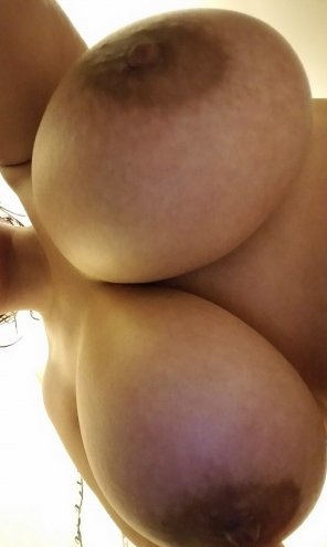 amateur photo IMAGE[image] Huge tits bent over