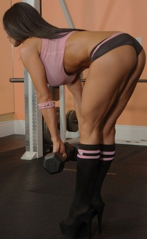 amateur photo GREAT legs at he gym