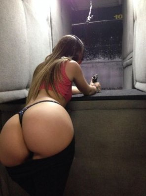 amateur photo Ass at the gun range