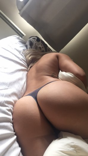 amateur photo Cuddle up to her