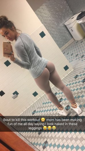 amateur photo Sommer Ray Wearing Spray-On Yoga Pants