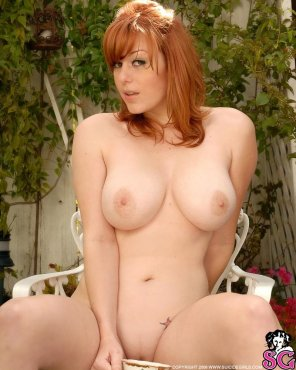 amateur photo Stunning curvy redhead