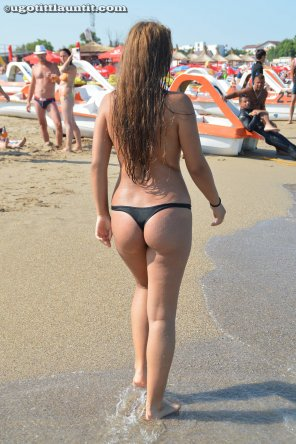 amateur photo Roxana at the beach