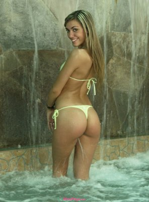 amateur photo Hot ass latina yellow bikini