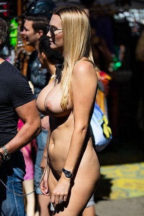 amateur photo She's got a great body for public nudity