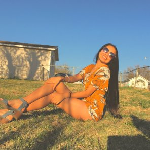 amateur photo Legs in orange