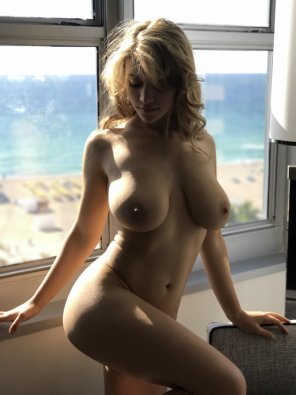 amateur photo 20-year-old actress Caylee Cowan