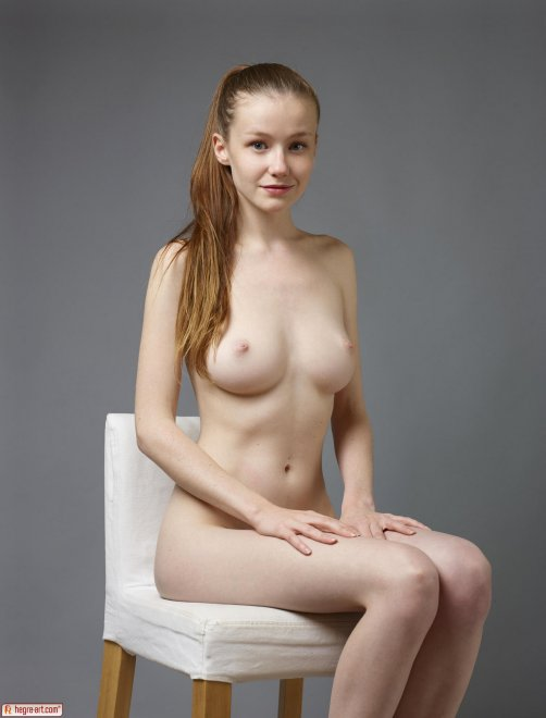 Emily Bloom posing-naked: Porn Photo