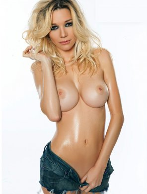 amateur photo Oiled up blonde