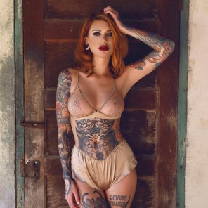 amateur photo Hot babe with tats