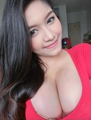 amateur photo Red shirt