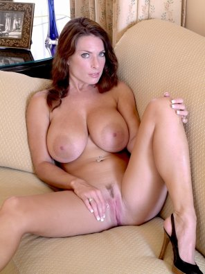 amateur photo Milf ready on a Couch