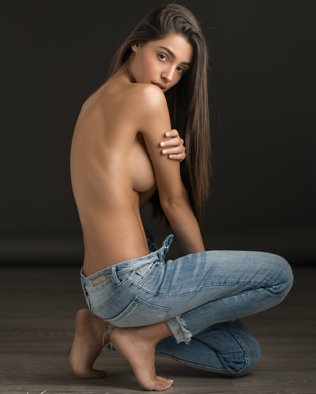 Sexy topless barefoot women — pic 8