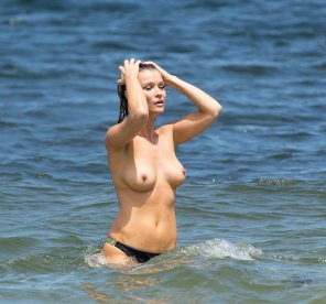 amateur photo Joanna Krupa at the beach