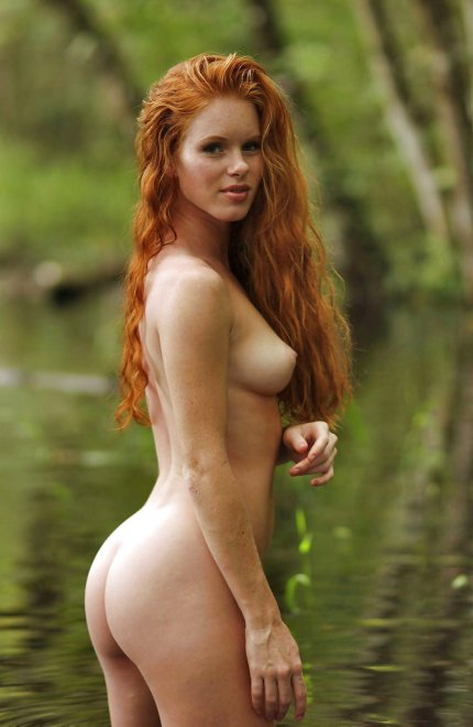 Long red hair, nice shape Porn Photo