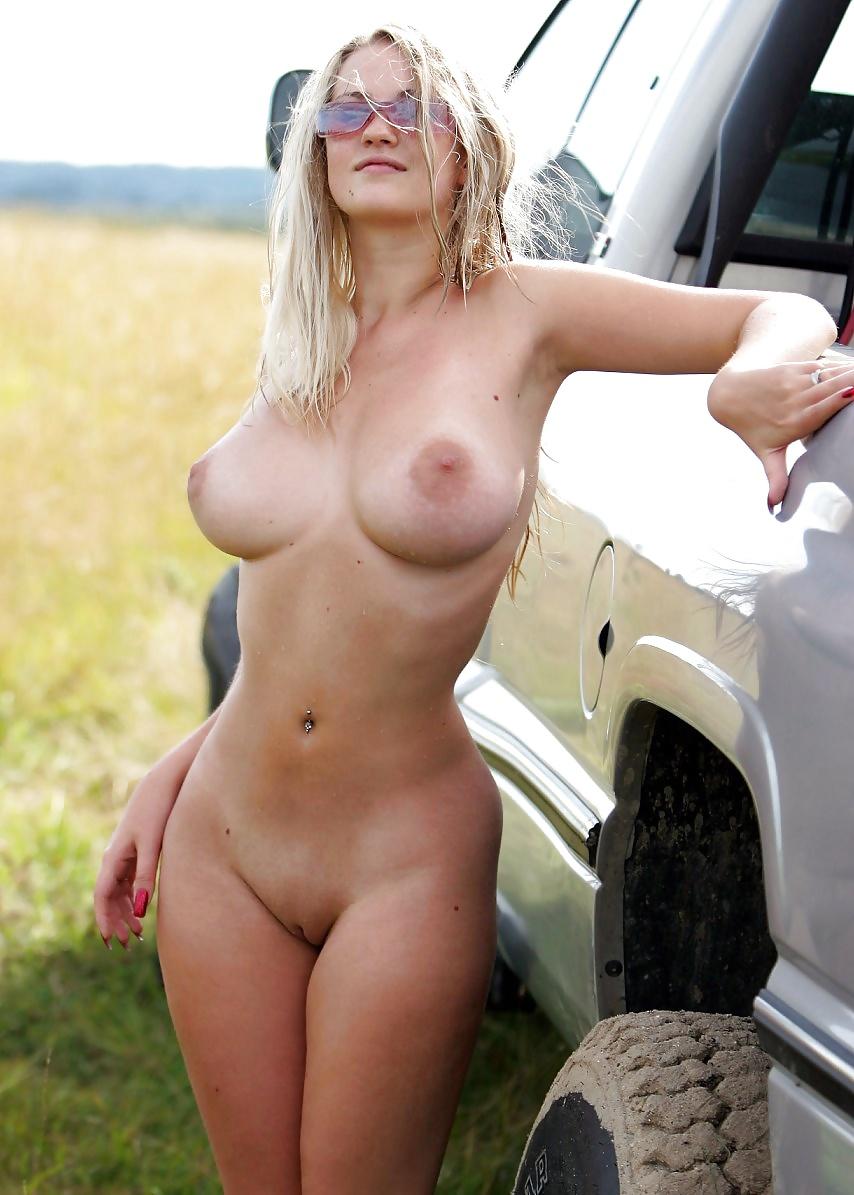 naked girl at mud bogs