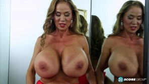 amateur photo Busty legend Minka returns from retirement
