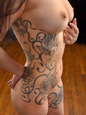 amateur photo Side tattoos