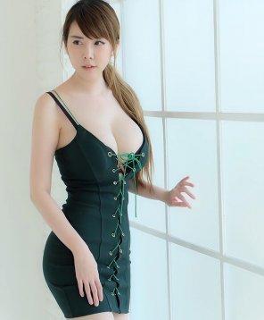 amateur photo Green dress