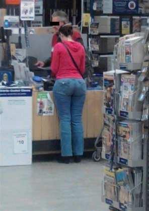 amateur photo I saw this PAWG at the hardware store today
