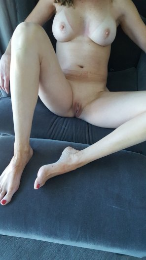 amateur photo 45 year old wife posing for you.