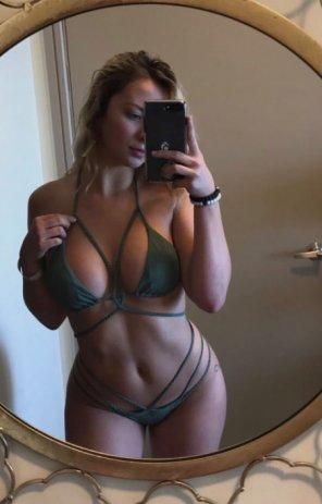 amateur photo PictureGreen string bikini