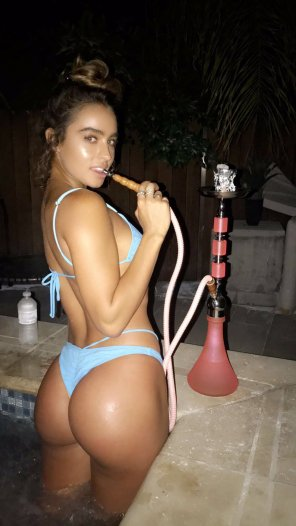 amateur photo Hookah hottie