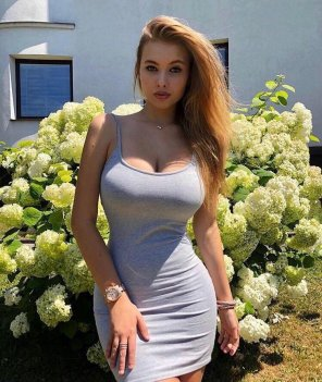 amateur photo Slaying in dress