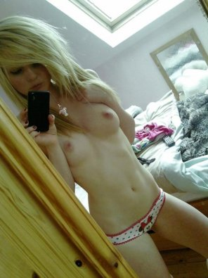 amateur photo Pale and petite