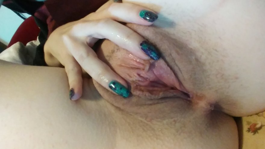 She's waiting for daddy [F] Porn Photo