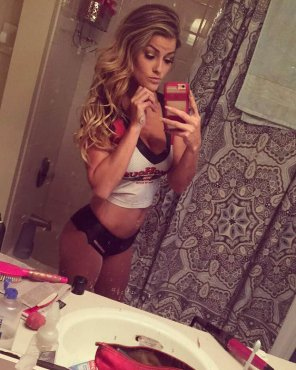 amateur photo Winghouse Girl