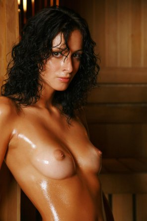 amateur photo Vika AD Tanned and Oiled
