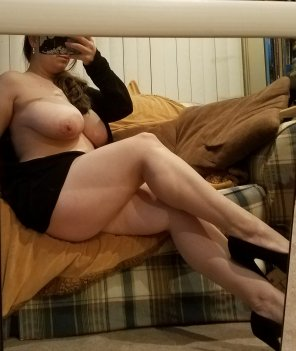 amateur photo Thighs and heels