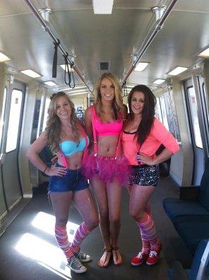 amateur photo Train Trio