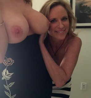 amateur photo Milf Peekaround