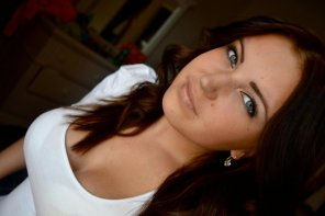 amateur photo Blue eyed brunette