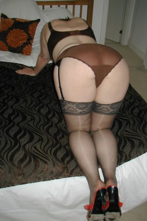 amateur photo Curvy woman in stockings and garters