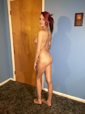 amateur photo Tattooed hotel girl